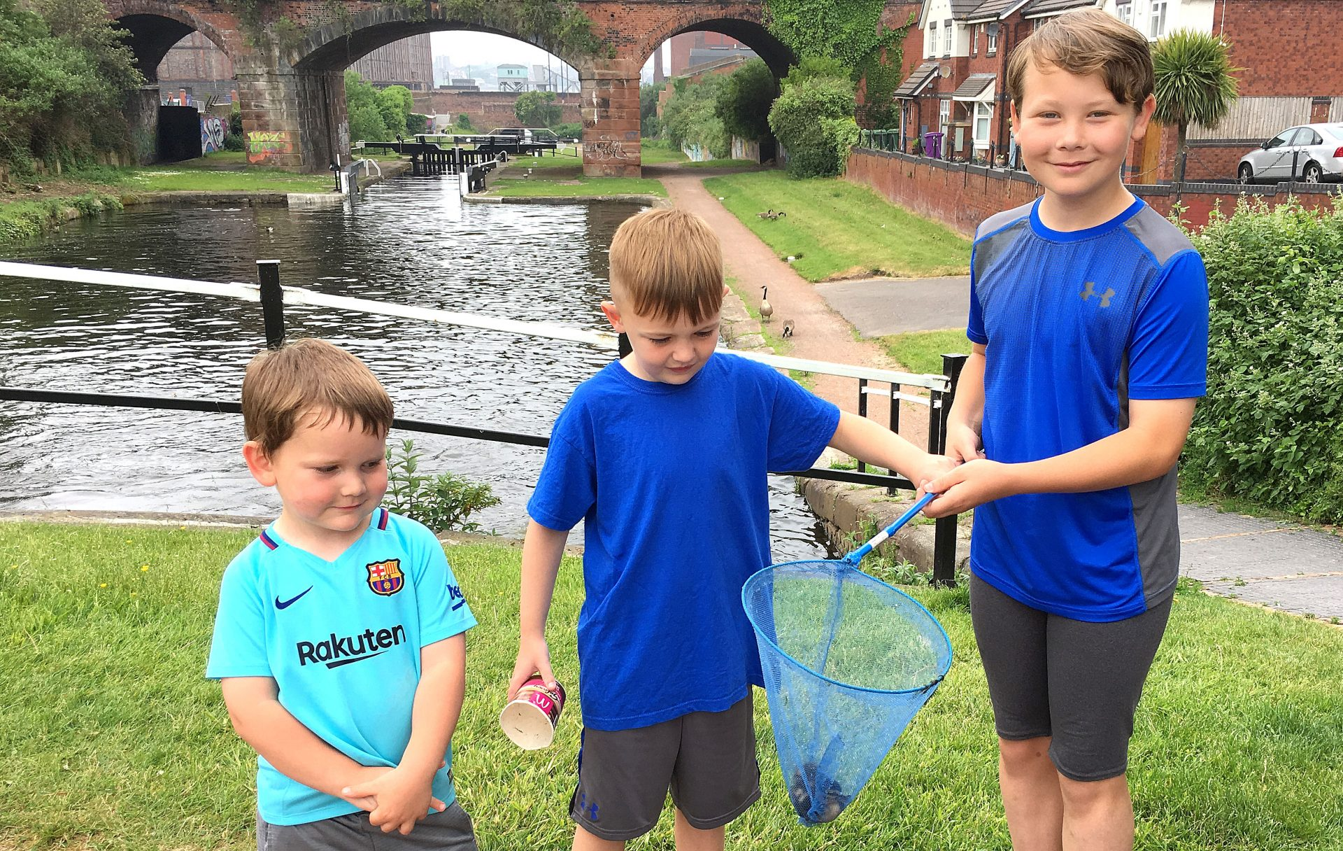 Duckling rescue at the final 3 locks before Liverpool. Well done boys !