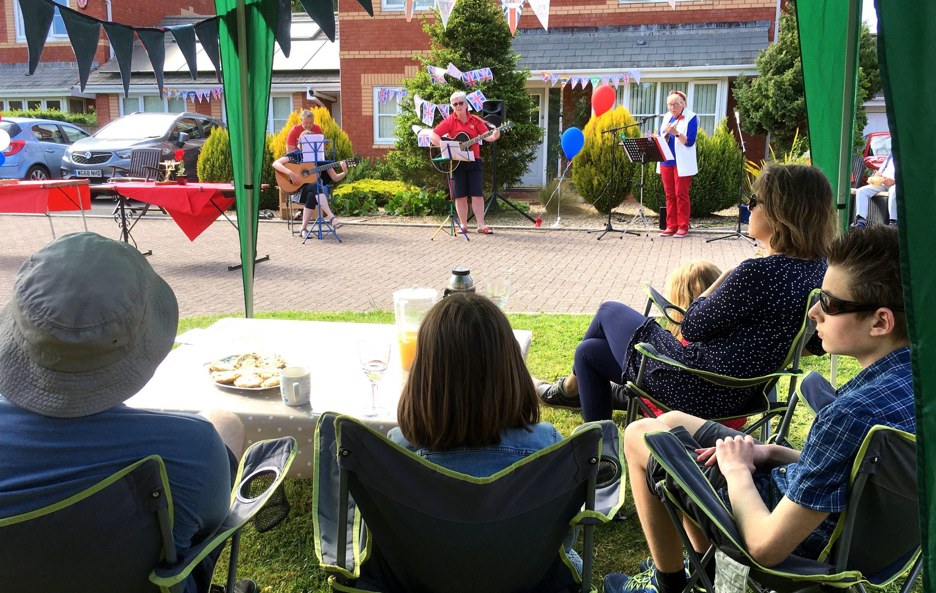 Please click on the link in the box below to see the photos I took on VE day at the Digby VE day celebrations