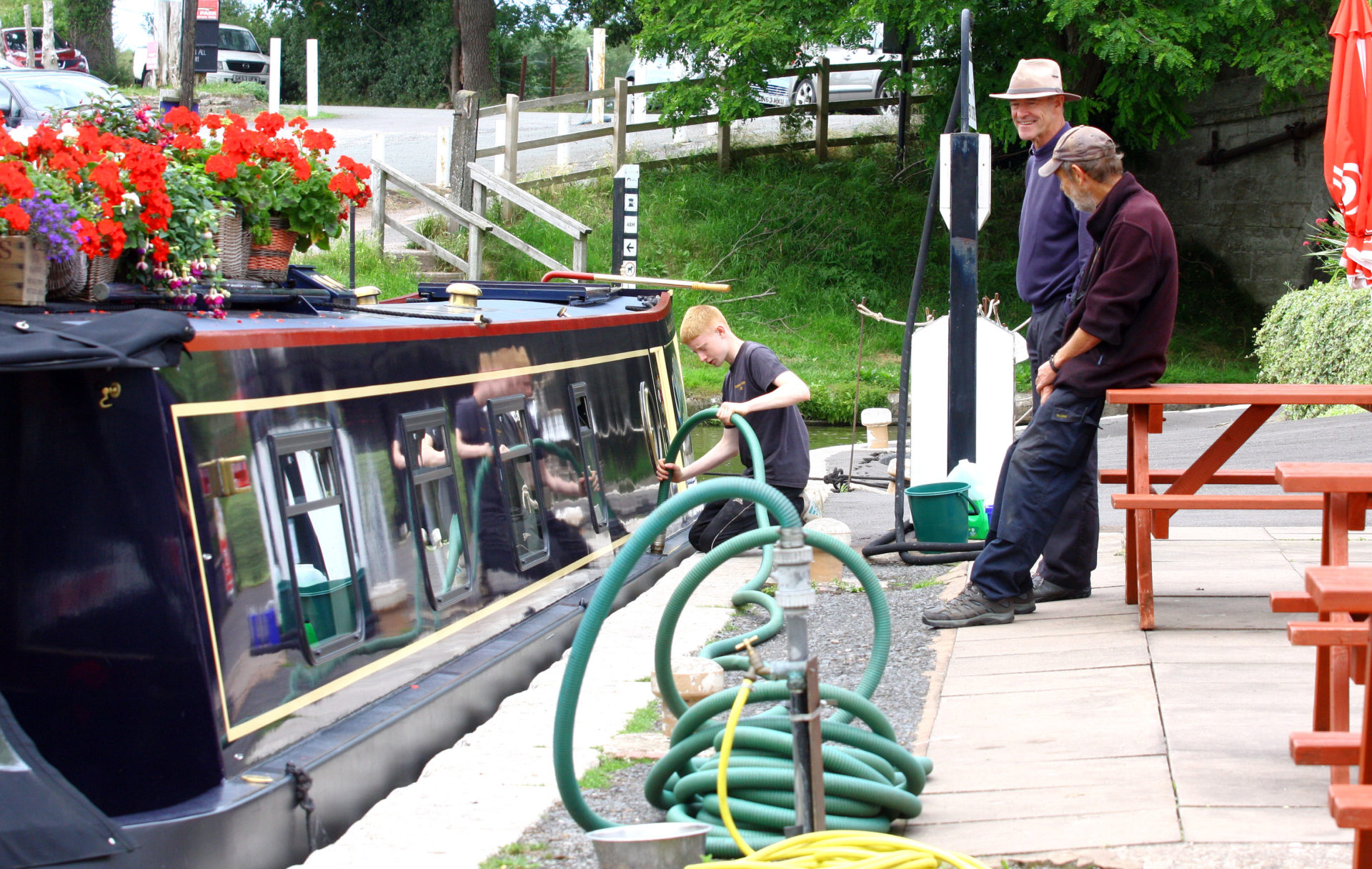 At Norbury for a pump out..... don't ask of what ! Boaters will know.