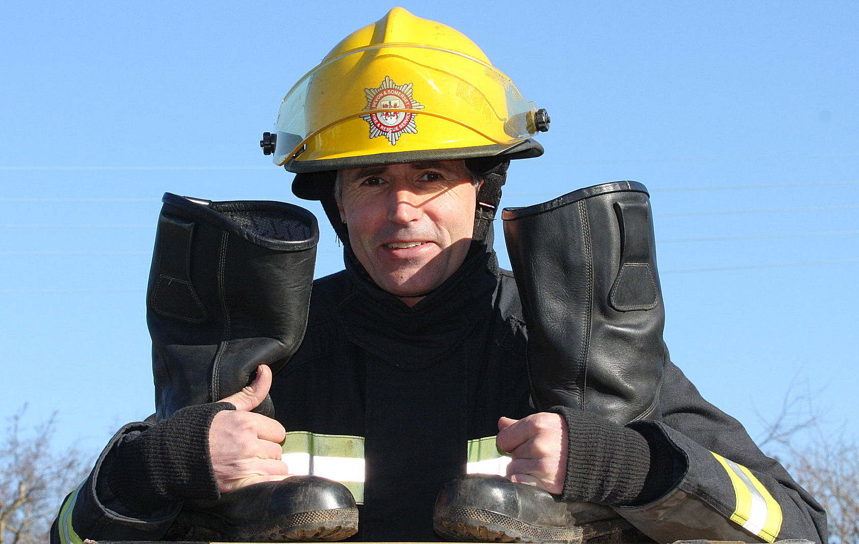 HOLD YOUR MOUSE ON THE PICS TO STOP THEM MOVING.  Paul, local firefighter.